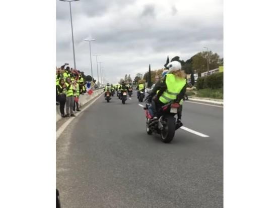 Во Франции водитель погиб из-за блокады дороги «желтыми жилетами»: 10-я смерть