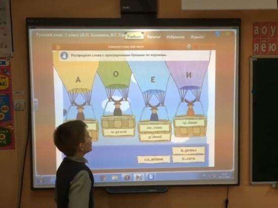 Единороссы предложили зачислять в школы детей чиновников вне очереди