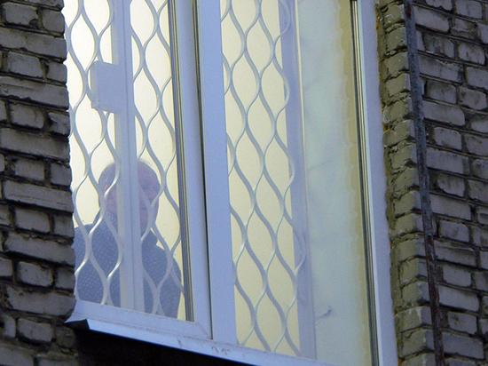 Буйный алкоголик засудил врачей, не удержавших его от прыжка из окна