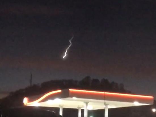 Над Калифорнией «разверзлось небо»: таинственное видео обсуждают в Сети