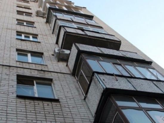 Москвичку выкинули с балкона 8 этажа, и та выжила