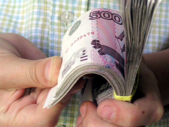 Пенсионеры начали брать кредиты чаще молодых: на что тратят