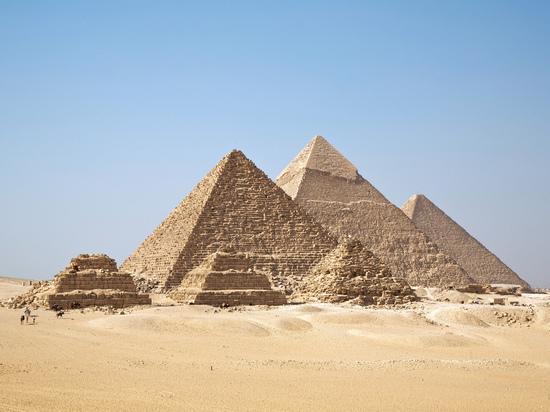 В Каире в районе пирамид Гизы взорвали туристический автобус