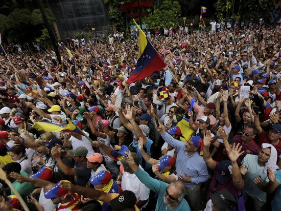 Переворот в Венесуэле глазами очевидца: «Страшно выходить на улицу»