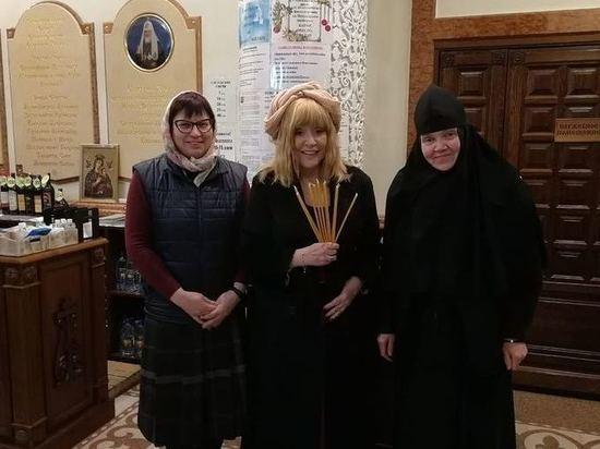 Пугачева молится за Киркорова: ее заметили на Патриаршем подворье