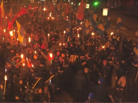 В Киеве началось шествие националистов в честь дня рождения Бандеры