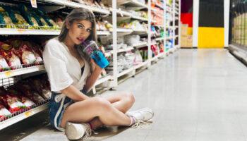 Можно ли съесть продукт не доходя до кассы?