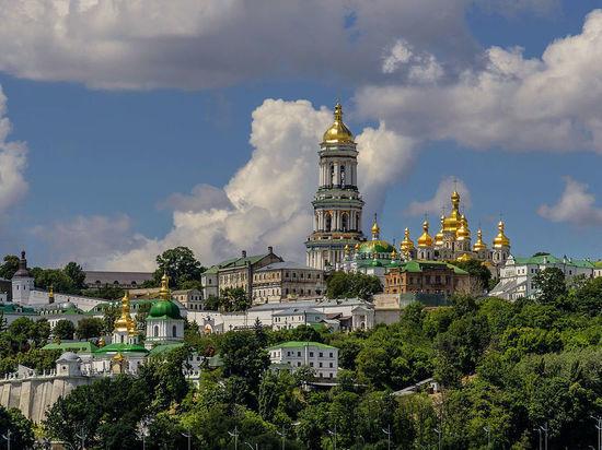 Порошенко подписал закон об обязательном переименовании УПЦ