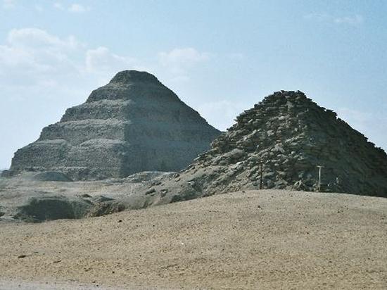Нетронутую гробницу жреца с полусотней статуй нашли в Египте