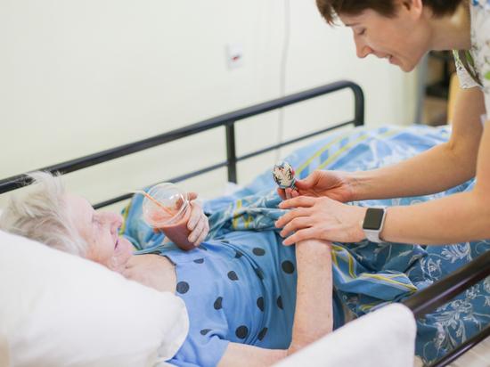 «Смертельно больную маму не отдавали, пока мы не оплатили счета»