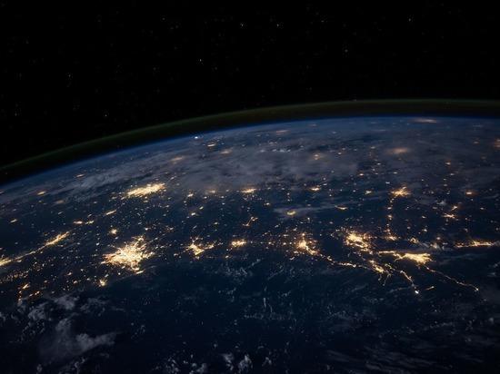 Россия засекла массовые маневры военных спутников США