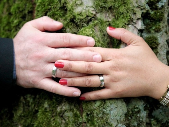 Люди в браке физически сильнее одиноких, выяснили учёные из Англии