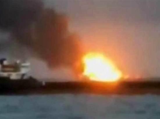 Эксперт предположил, что в Керченском проливе горит украинское судно