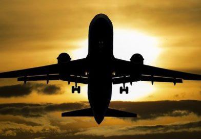 Угонщик самолета Сургут — Москва остается на борту
